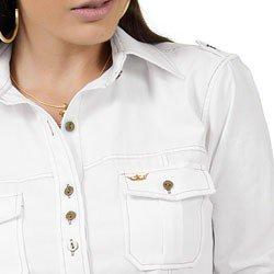 detalhe camisa oxford branca principessa livia lapela bolso bordado