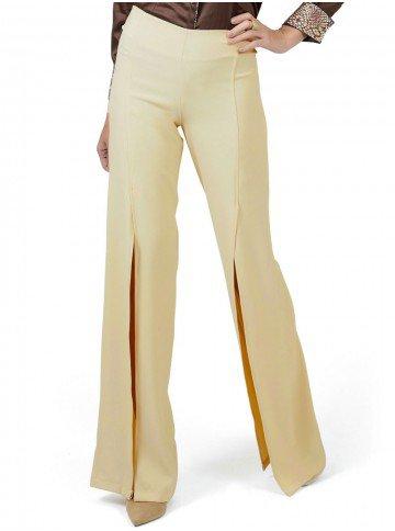 calca pantalona bege com fenda principessa edith look