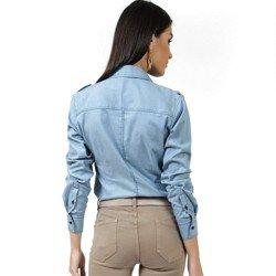 detalhe camisa jeans claro esporte feminina principessa livia corte modelagem