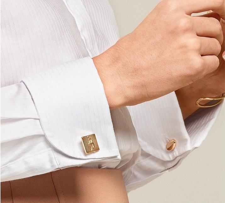 Detalhe pulso dourado