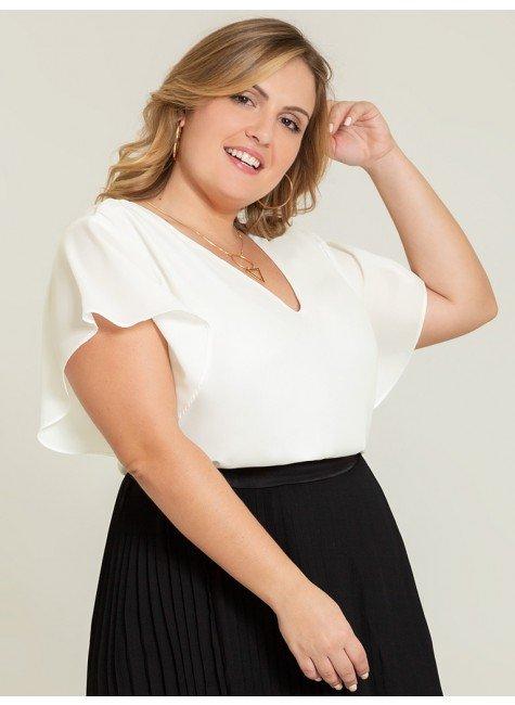 blusa plus off white narcisa frente