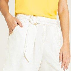 shorts off com cinto madaleine detalhes