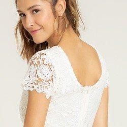vestido de renda off white viviene detalhes