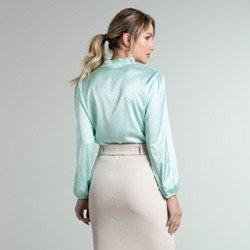 blusa cetim acqua zendaya modelagem