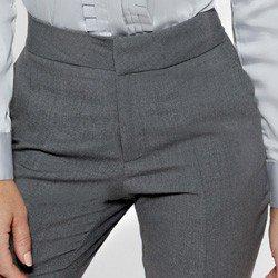 calca reta de alfaiataria cinza avan acabamentosi