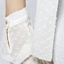 blusa feminina com gola laco off white eugine botao punho
