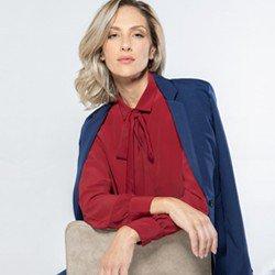 camisa feminina vermelha detalhe