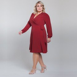 vestido transpassado vermelho plus size look detalhe