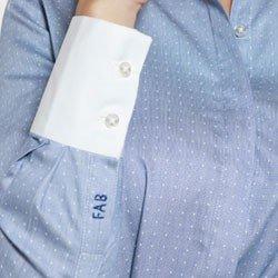 detalhe camisa harmony monograma premium