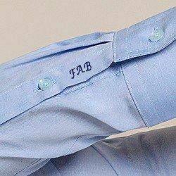 detalhe punho bordado camisa isla