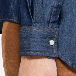 detalhe camisa jeans escura emanuelle punho