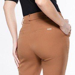detalhe costas calca francis