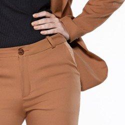 detalhe frente calca francis bolsos
