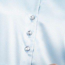detalhe camisa cetim azul claro maely botoes