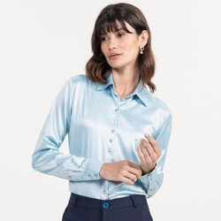 detalhe camisa cetim azul claro maely look
