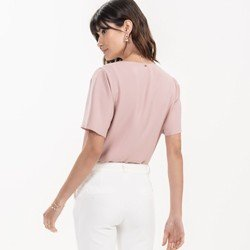 detalhe blusa basica rose feminina kalinda