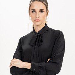 detalhe camisa gola laco preta principessa giuliana