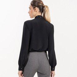 detalhe camisa gola laco preta principessa giuliana modelagem