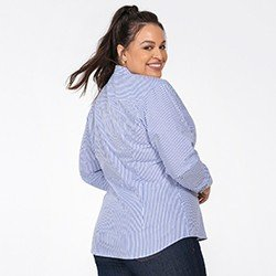 camisa feminina listrada azul janaina plus detalhe costas