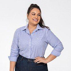 camisa feminina listrada azul janaina plus detalhe frente