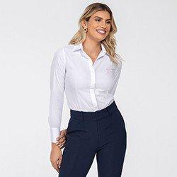 camisa maquinetada branca com botoes de cristal diane detalhe