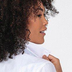 camisa oxford feminina branca nancy detalhe