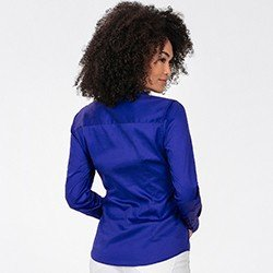 camisa azul royal detalhe costas perfil rgb