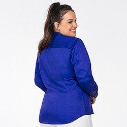camisa azul royal plus detalhe costas perfil rgb