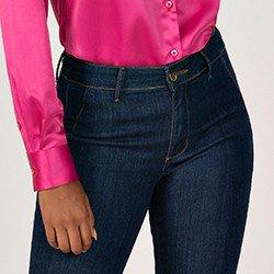 calca jeans modelo alfaiataria flare cintura media eleine mini frente detalhe