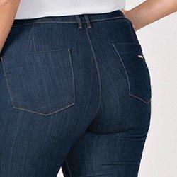 calca jeans plus size modelo flare cintura media eleine mini costas detalhe