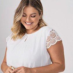 blusa plus size off white mangas rendadas halle frente detalhe mini
