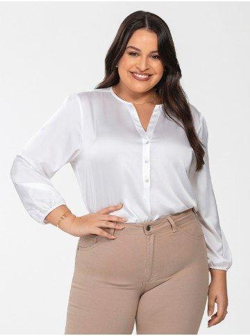blusa de cetim off white plus size jenny frente