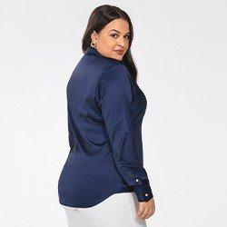 camisa plus size de cetim azul marinho jussara costas mini