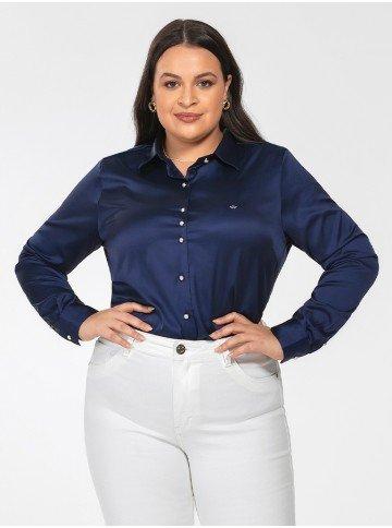 camisa plus size de cetim azul marinho jussara frente