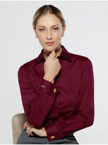 camisa premium personalizada com abotoadura lydia frente sentada