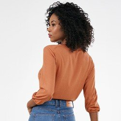blusa feminina decote v com amarracao noemi mini costas