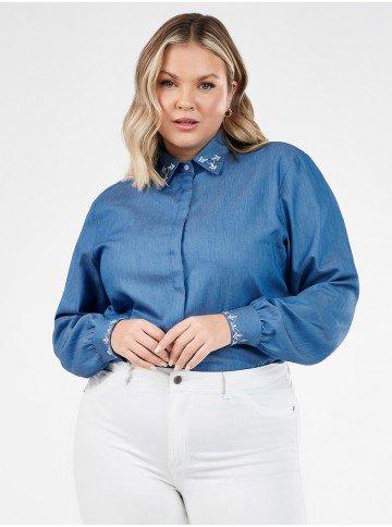 camisa feminina jeans plus size com bordado neide frente alterada