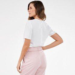 blusa feminina basica off white rosete mini