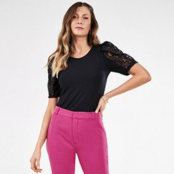 blusa preta com renda nas mangas rogeria mini