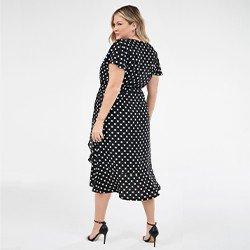 vestido plus size preto e branco estampado raisa mini