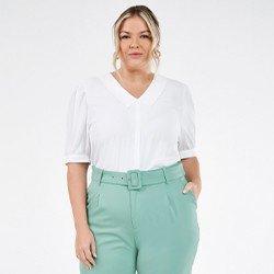 blusa plus size com gola sabrine mini