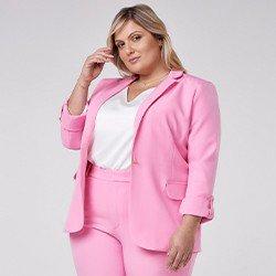 blazer feminino plus size de alfaiataria rosa com martingale taeme