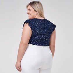 blusa azul marinho plus size com estampa folha branca vera mini